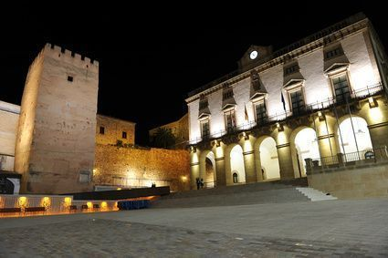Plaza Mayor och City Hall of Cáceres, Spanien